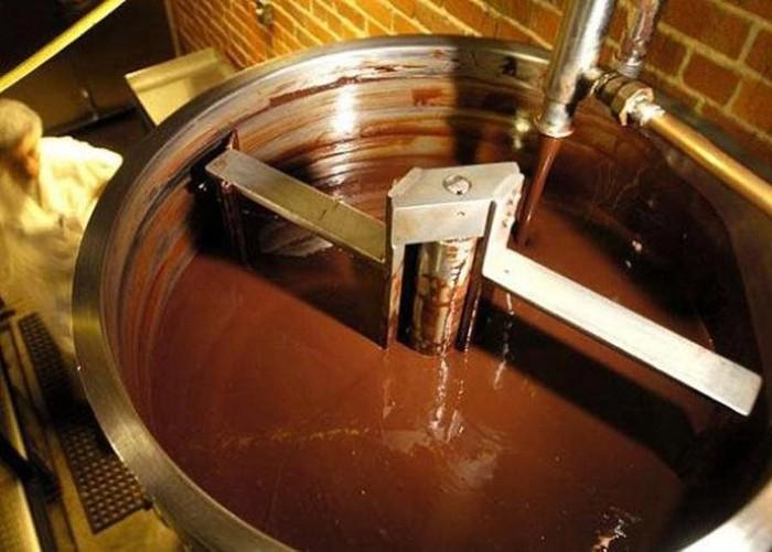 Конширование шоколада в специальном чане