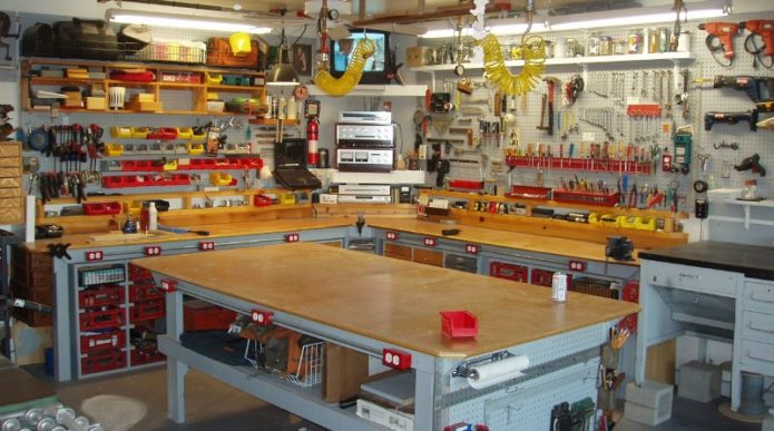 Обустроенный и готовый к работе гараж