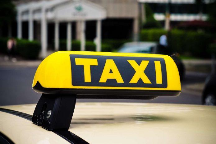 Как заработать на машину с помощью аренды такси