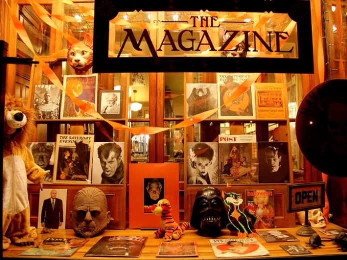 Оформление книжной лавки на Хэллоуин