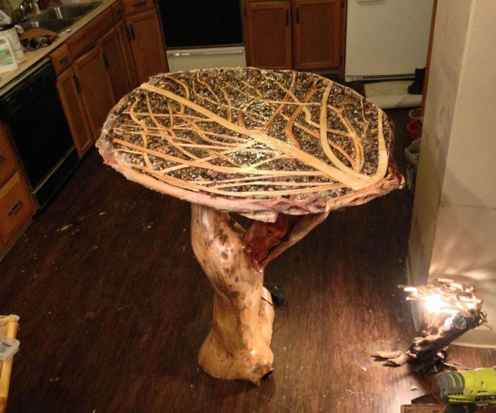 Деревянный стул в виде гриба
