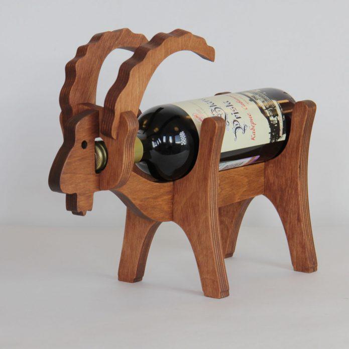 Деревянная подставка под винные бутылки