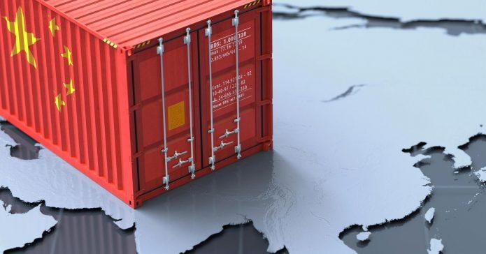 морской контейнер с китайским флагом
