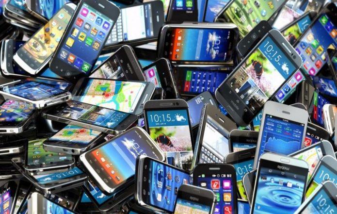 Смартфоны — частая покупка в сети