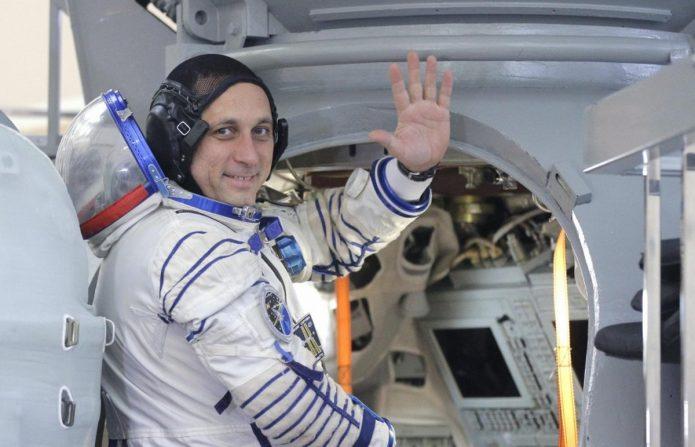 Космонавт в корабле