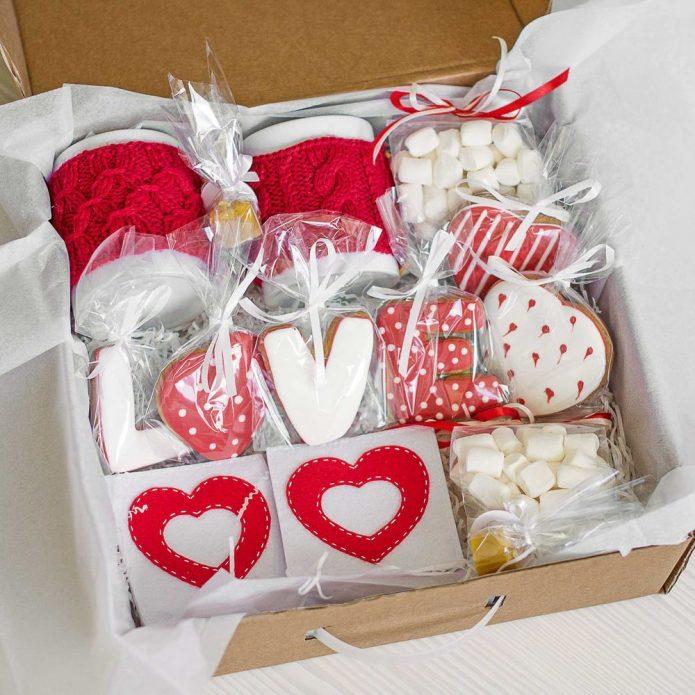 Подарки для мужчин и женщин к 14 февраля
