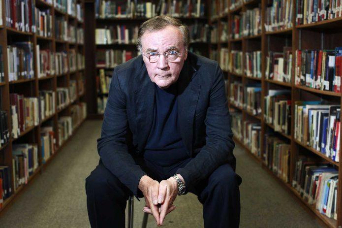 Джеймс Паттерсон в библиотеке