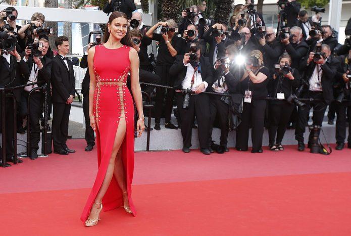 Ирина Шейк в красном платье