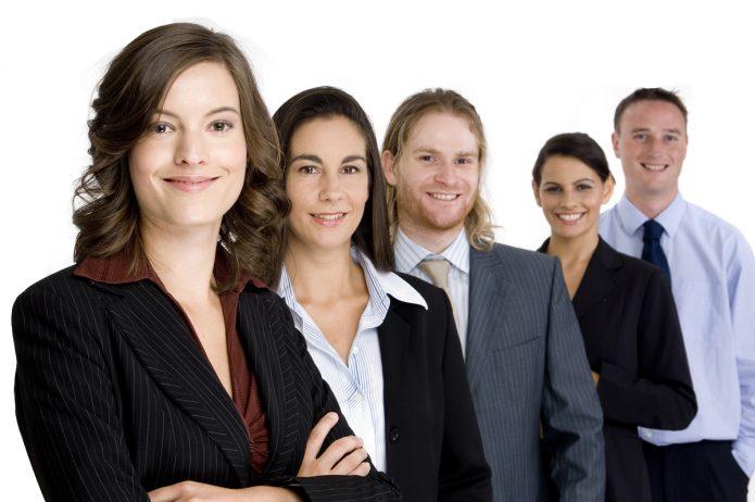Люди в деловых костюмах
