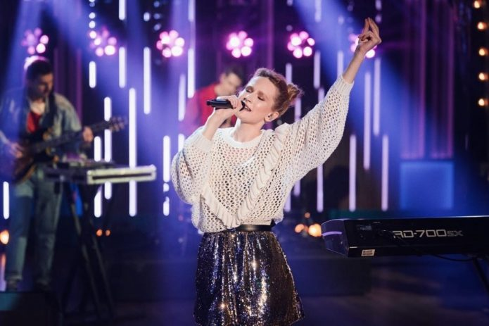 Певица Монеточка на сцене