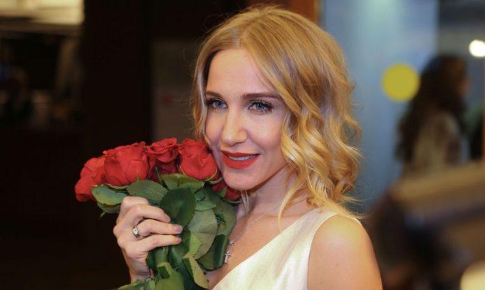 Юлия Ковальчук с цветами