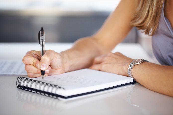 Выписывание страхов на бумагу — один из приёмов, как не сдаться на пути к цели