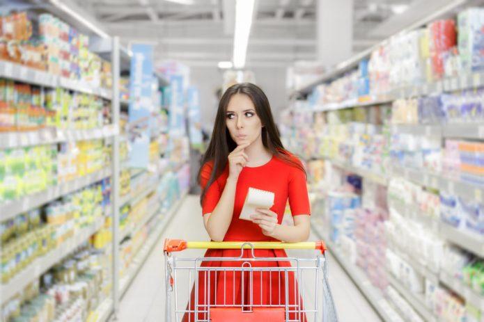 женщина в магазине