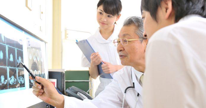 Опытный и молодые врачи