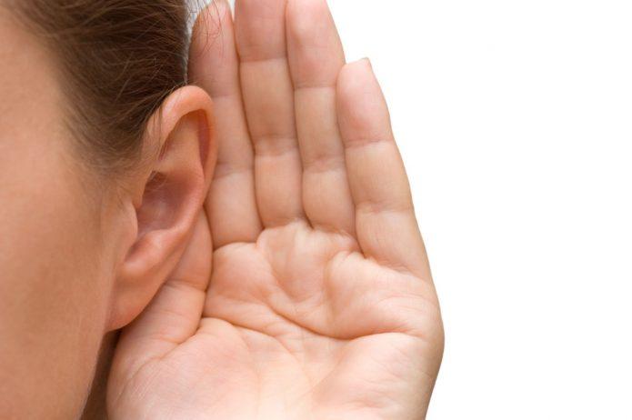 Ладонь, поднесённая к уху
