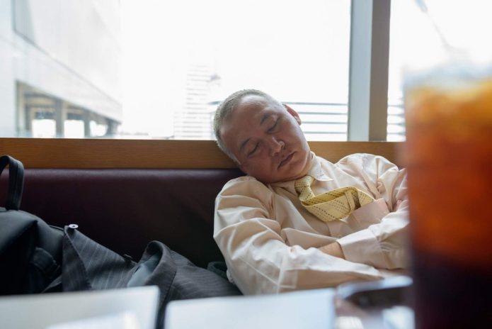 Спящий на работе