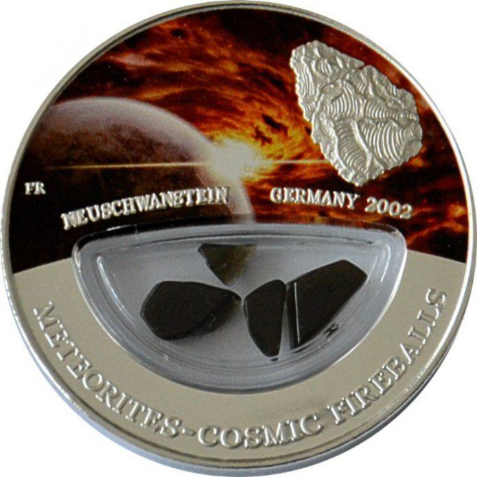 Серебряная монета с кусочками настоящего метеорита