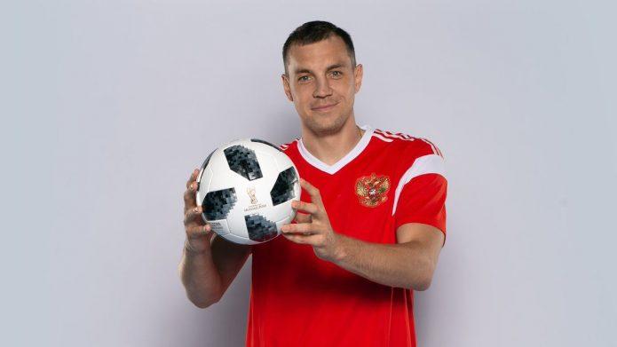 Артём Дзюба с мячом