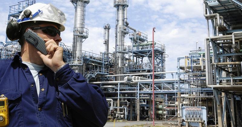 Главный инженер нефтеперерабатывающего завода