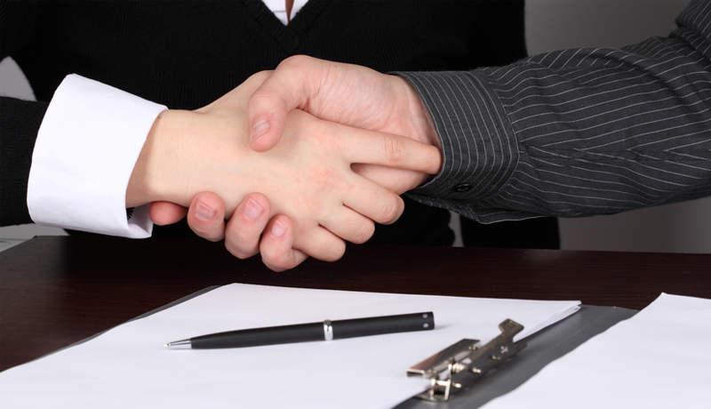 Рукопожатие и договор