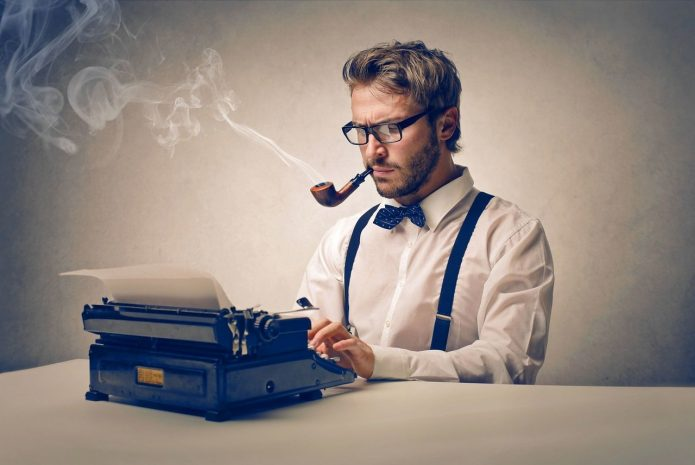 Мужчина и печатная машинка