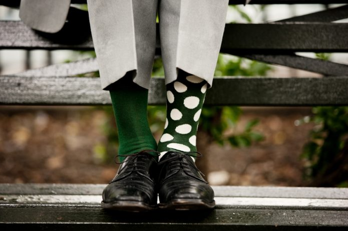 Человек в разных носках