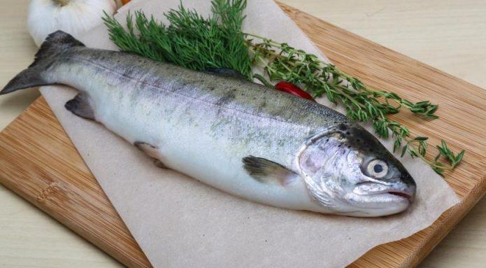 разделка рыбы в магазине