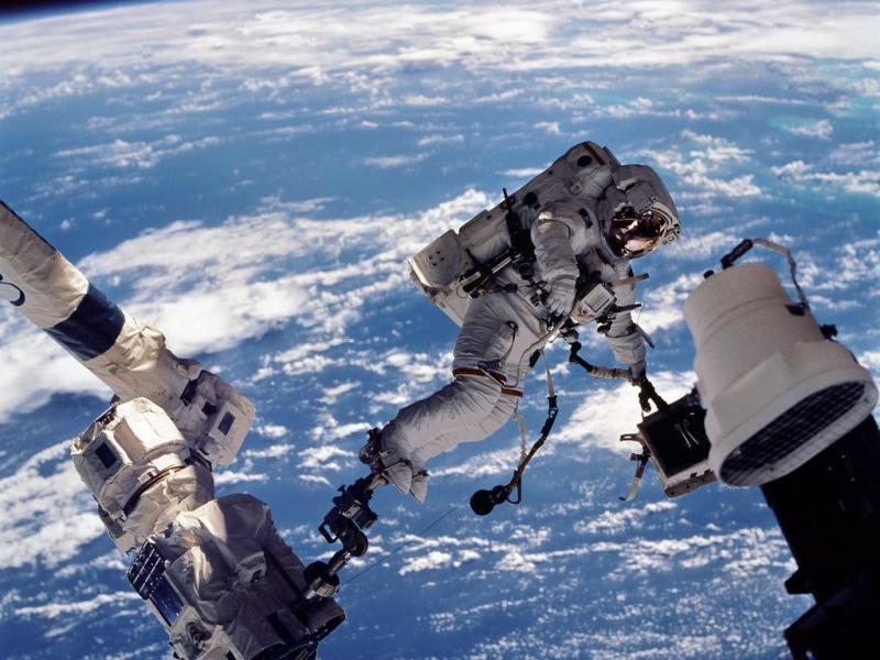 Сколько зарабатывают космонавты в России, США, на МКС