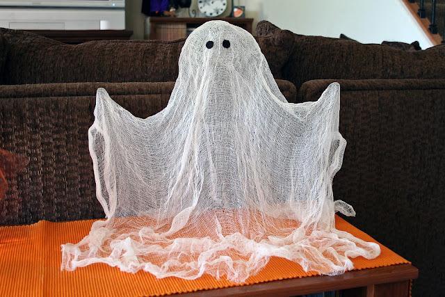 Как украсить офис привидением из марли