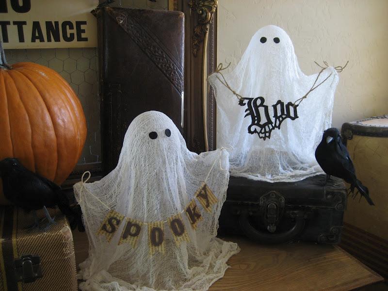 Привидения в оформлении офиса на Хэллоуин