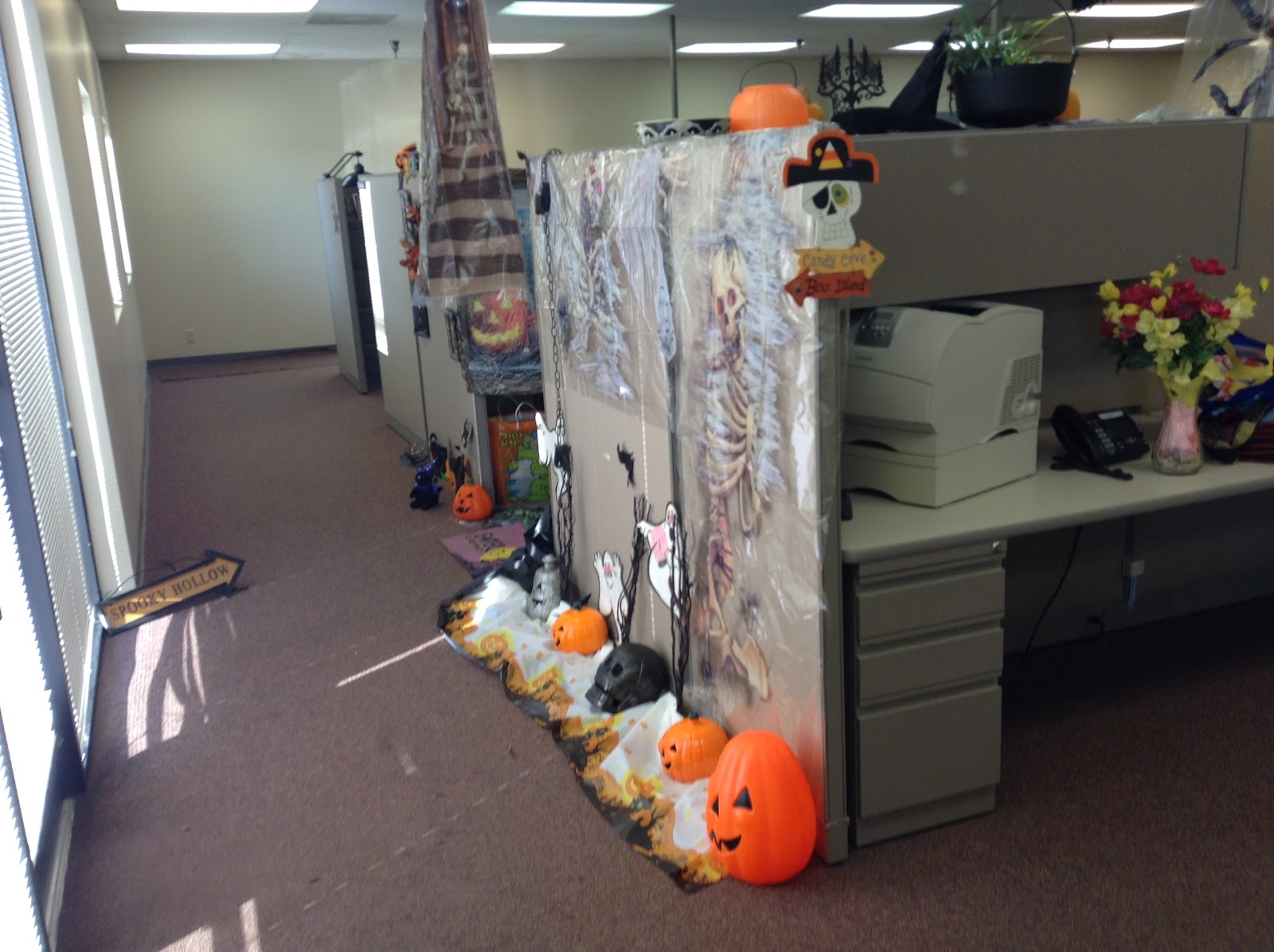 Декор для офиса на День Всех Святых