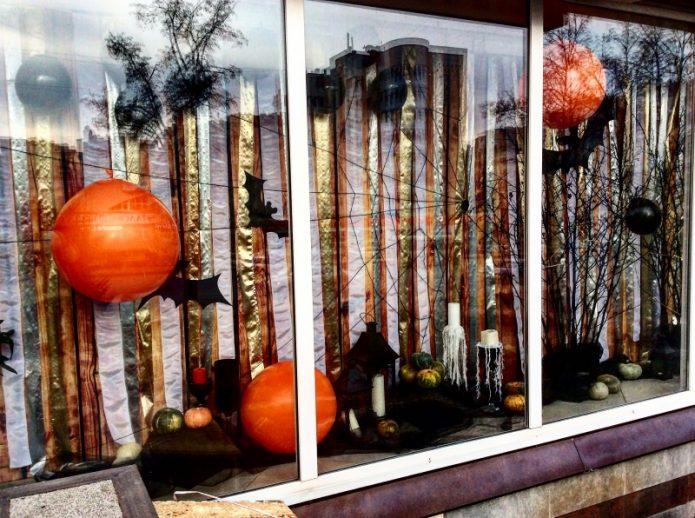Оригинальное оформление окна на Хэллоуин
