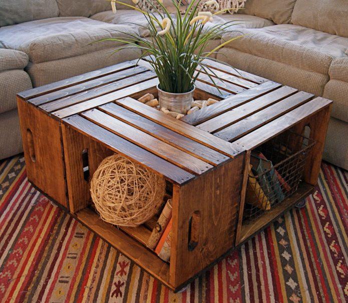 Деревянный журнальный столик