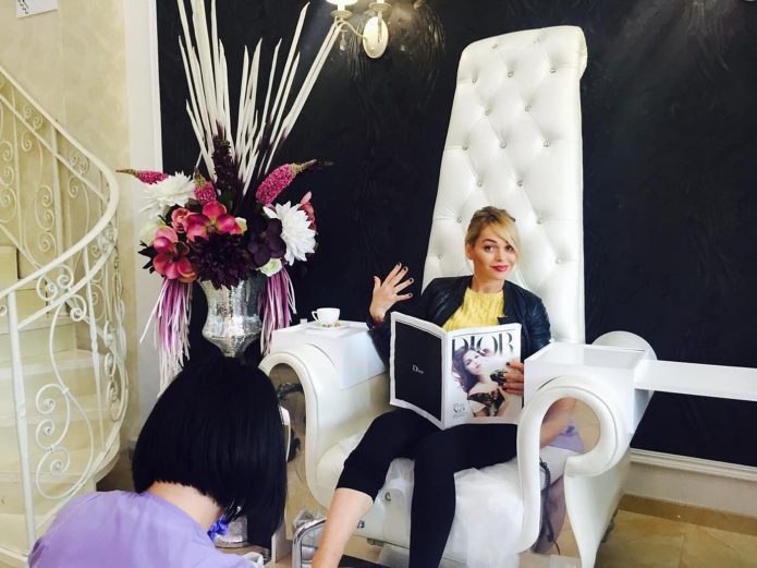 Анна Хилькевич в своём салоне