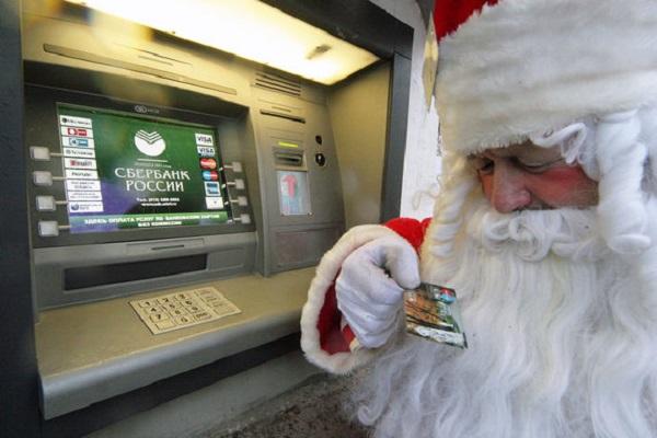 Дед Мороз возле банкомата