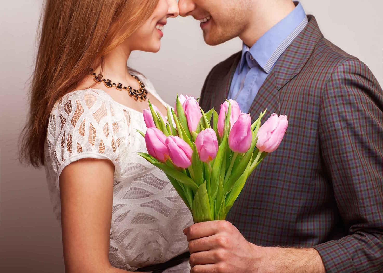 Какие цветы подарить подчиненным на 8 марта