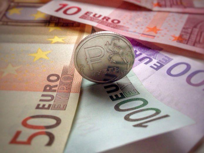 Евро и один рубль