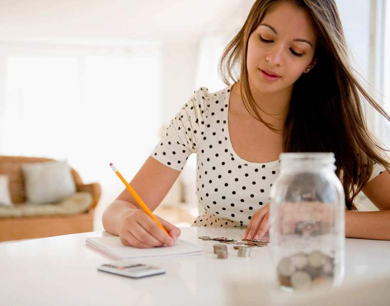 Как экономить деньги при маленькой зарплате: полезные советы для домашнего финансиста