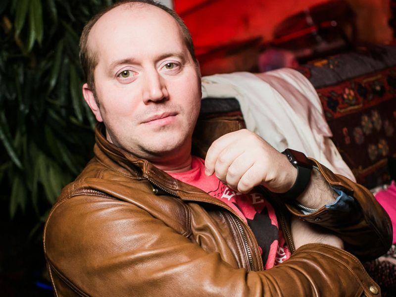 «На жизнь хватает»: сколько зарабатывает Сергей Бурунов