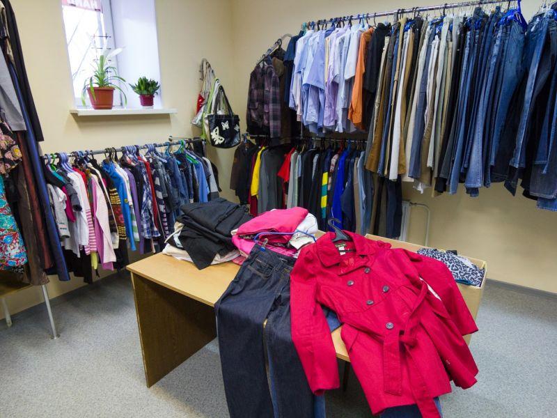Как продать товарный остаток одежды: действенные способы