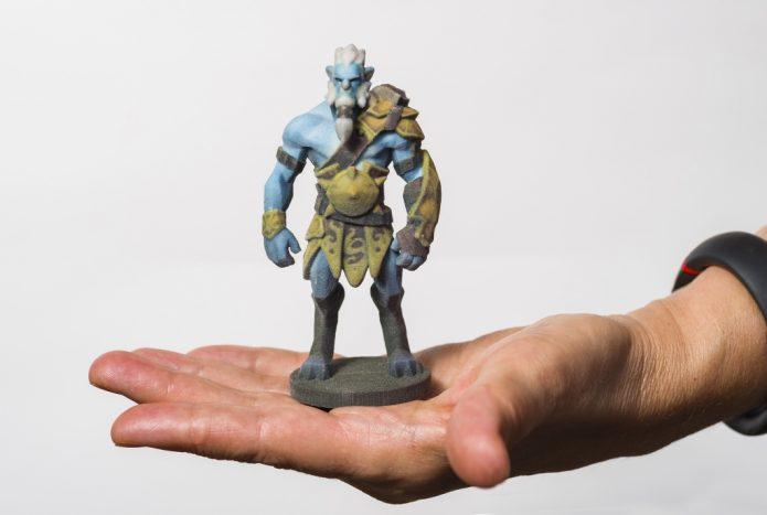 Фигурка героя из компьютерной игры