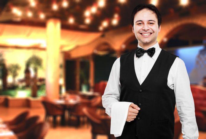 Улыбчивый официант