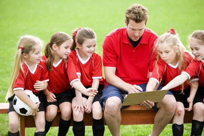 Тренер с детской командой