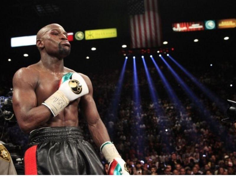 Насколько выгодно бить людей: самый богатый боксёр в мире