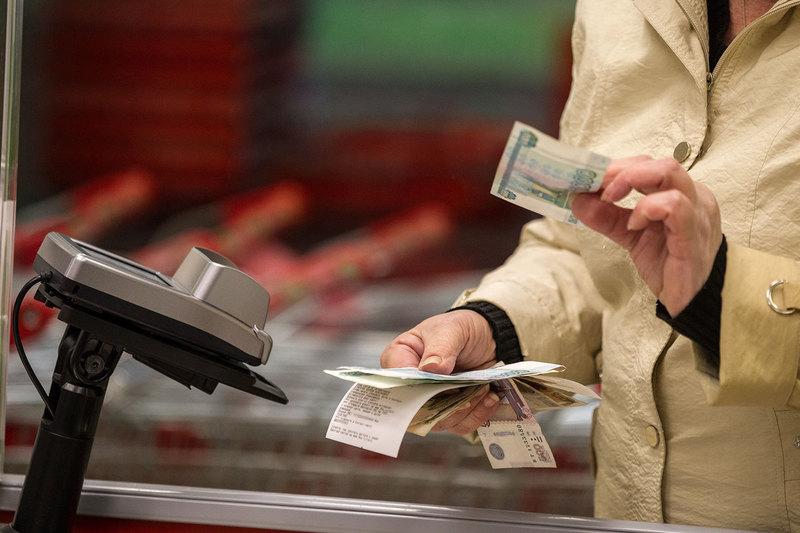 Как не стать пособником: что делать, если в магазине дали фальшивую купюру