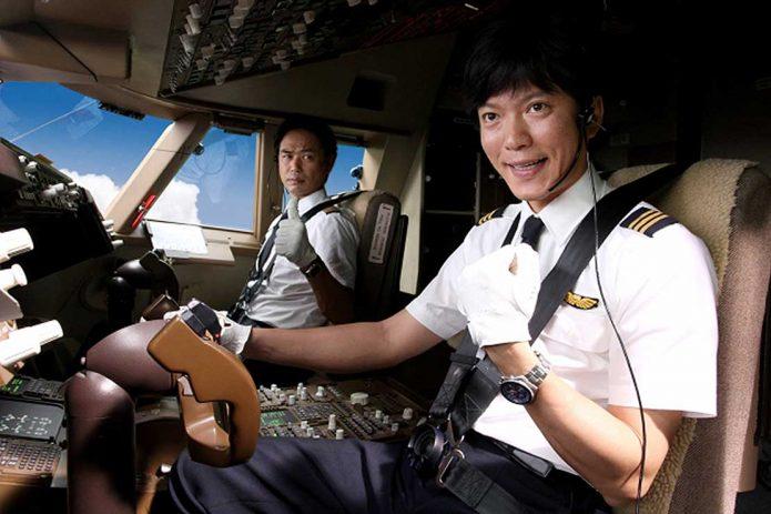 Пилоты в кабине самолёта