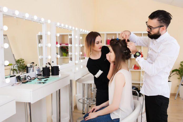Создание причёски и нанесение макияжа