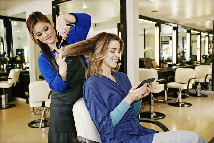 сколько зарабатывает парикмахер