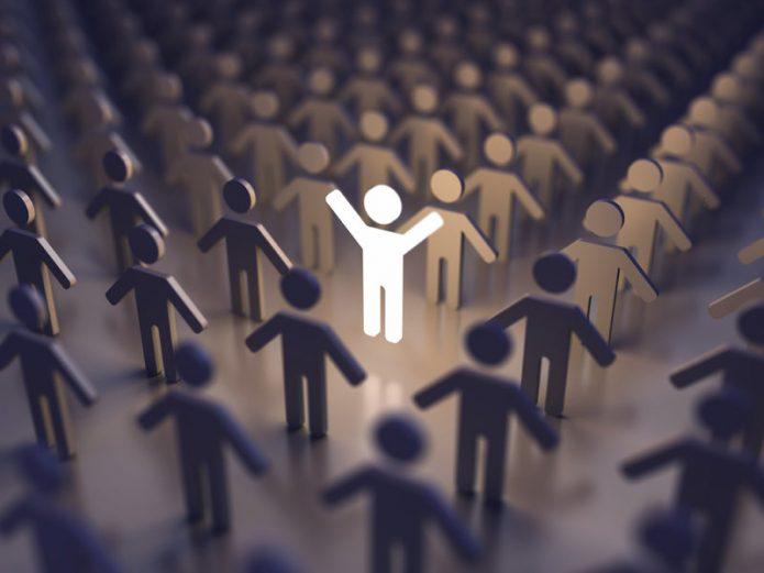 человек в толпе