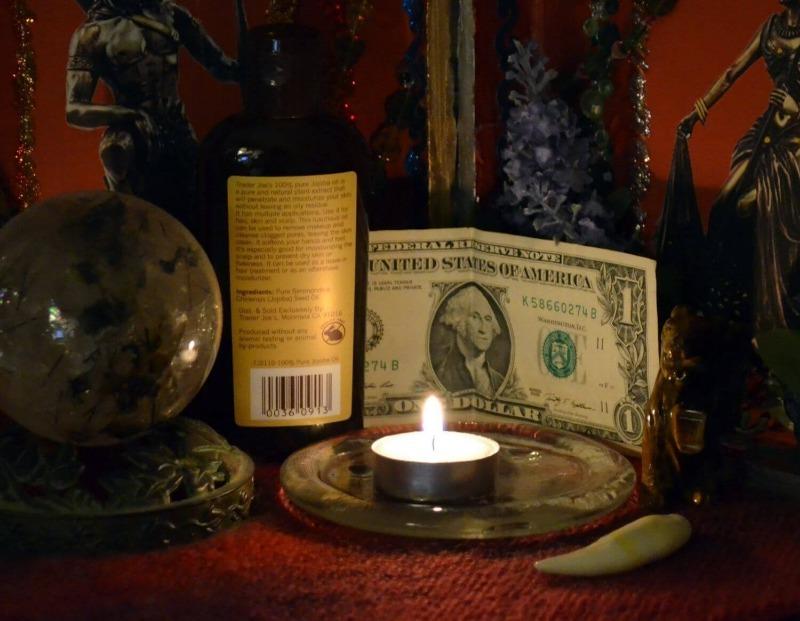 Безобидные и простые обряды на Рождество для привлечения денег